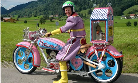 Grayson-Perry-on-his-Bike-006.jpg