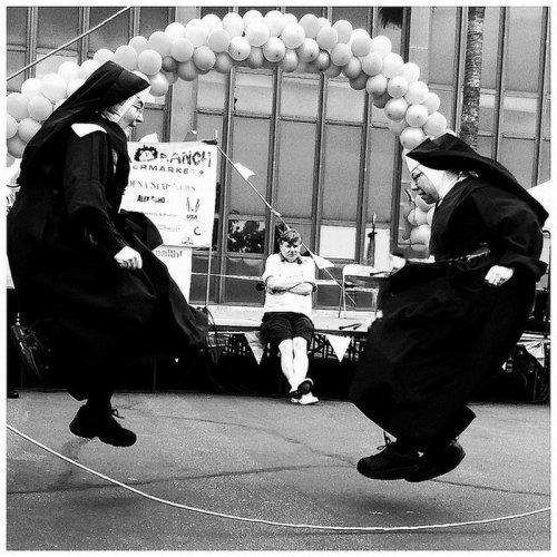 Nuns-jumping-rope.jpg